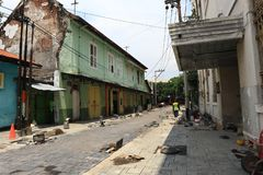 F?hrt alter Stadtbereich Semarangs intensiv Erneuerungen durch lizenzfreies stockbild