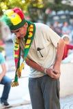 Fã idoso do futebol que veste o chapéu e o lenço portugueses da equipe durante o Euro 2016 final Imagens de Stock