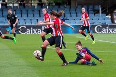 f Juego del equipo de fútbol del ` s de las mujeres de C Barcelona contra el club atlético de Bilbao Foto de archivo