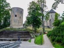 F kasztelu ruiny w Cesis miasteczku, Latvia obraz stock