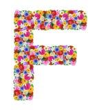 F, letra del alfabeto en diversas flores imagenes de archivo