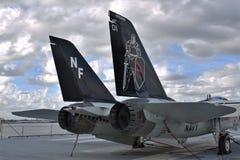 F-14 op een vliegdekschip stock foto's