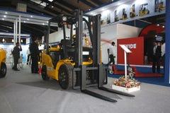 för india för 2011 gaffel warehousing för lastbil för show elevator Royaltyfri Foto