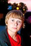 F-pojke vid natt med öppna ögon Royaltyfri Bild