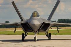 F-22 ptak drapieżny na pasie startowym zdjęcie stock