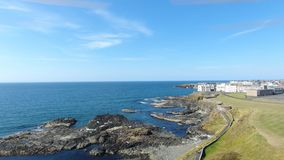 F?r Atlantic Ocean f?r Portstewart tr?dstrand kust norr Co Nordliga Antrim - Irland arkivfoton