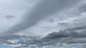 F?r himmel?skv?der f?r Time Lapse gr?a moln lager videofilmer
