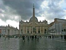 f?r peter f?r f?rsta historiska horisont f?r byggnadsstadskupol stor saint vatican niv? royaltyfri foto