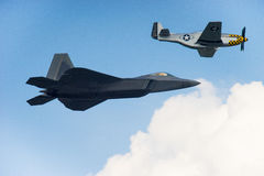 F-22 Raptor and p-51 Royalty Free Stock Photography