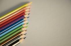 F?rben Sie Bleistiftform-Zusammenfassungslinien Muster lizenzfreie stockfotografie