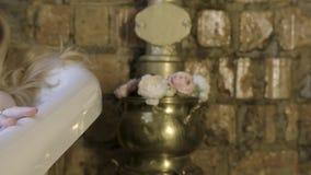 F?rf?risk kvinna som tar koppla av badet i hennes bubbelpool actinium bad som tar kvinnan Riktigt n?je arkivfilmer