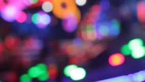 Färger för natt för nöjesplats för funfair för Synthwave diskoljus av nöjesfältet stock video