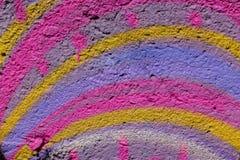 f?rgrik abstrakt bakgrund Regnb?gef?rger av m?larf?rg p? den ljusa bakgrunden f?r betongv?gg Bakgrund f?r abstrakt konst, textur royaltyfria bilder