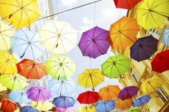 f?rgrika paraplyer arkivfoto