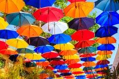 f?rgrika paraplyer fotografering för bildbyråer