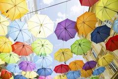 f?rgrika paraplyer royaltyfria bilder