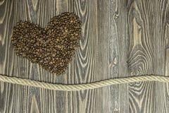 Fôrma do coração feita dos feijões de café Imagem de Stock