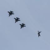 F-16 ` s打破形成在弗里斯兰省人旗子锻炼 免版税库存照片