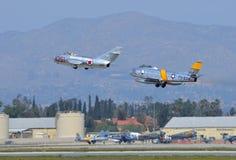 F-86 Sabrejet和米格-15离开 免版税库存照片