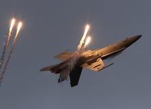 F-18 sopra appoggiano con i chiarori Fotografia Stock Libera da Diritti
