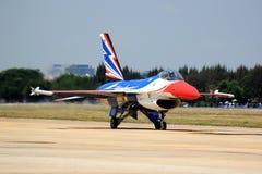 F-16 tar av Royaltyfri Fotografi