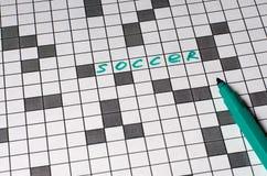 F?tbol Texto en crucigrama Cartas verdes imagenes de archivo