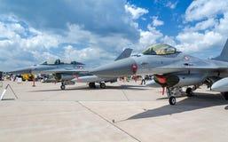 F-16 ter plaatse Stock Foto's