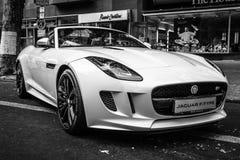 F-tipo descapotable de Jaguar del coche de deportes de V8S (desde 2013) Imágenes de archivo libres de regalías