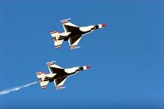 F16 thunderbird vliegtuigen bij airshow Stock Foto's