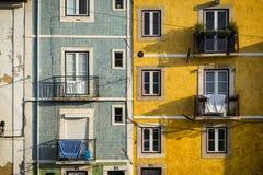 Façade de vieux bâtiments à Lisbonne, Portugal Photographie stock libre de droits