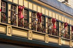 Façade de vintage avec la décoration de Noël Image stock