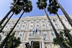Façade met de Vensters en de Balkons van Carlton Hotel royalty-vrije stock afbeeldingen
