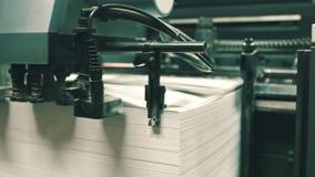 Faça à máquina o trabalho na casa de impressão, indústria do polígrafo video estoque