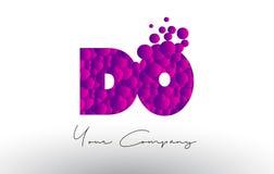 FAÇA D O Dots Letter Logo com textura roxa das bolhas Fotografia de Stock
