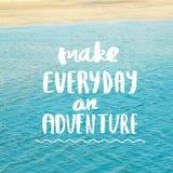 Faça diário uma inspiração da aventura e citações da motivação imagens de stock royalty free