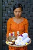 Terapeuta da massagem nos termas luxuosos fotos de stock