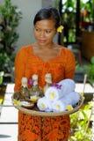 Terapeuta da massagem nos termas luxuosos imagem de stock royalty free