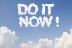 Faça-o agora texto do conceito nas nuvens foto de stock royalty free