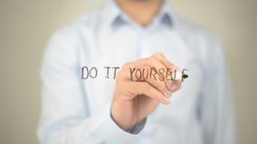 Faça-o você mesmo, escrita do homem na tela transparente Fotografia de Stock Royalty Free