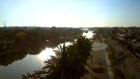 Faça sinal das sombras da palma até o rio e o quadrado brilhantes filme