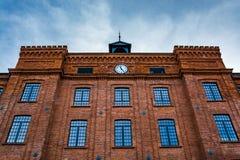Façade admirablement rénovée d'une vieille usine de textile photographie stock