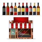 Façade avant d'un magasin de vins et de spiritueux avec une grande fenêtre de boutique Photographie stock libre de droits