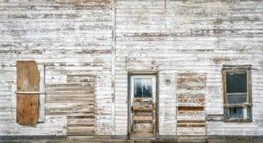 Façade avant du vieux bâtiment abandonné Images libres de droits