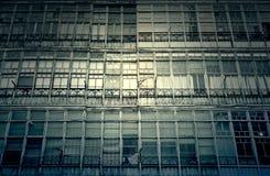 Façade avec de vieilles fenêtres Photo libre de droits