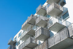 Façade avec des balcons Photos libres de droits