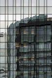 Façade ayant beaucoup d'étages abstraite Photographie stock libre de droits