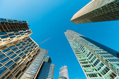 Façade bleue de gratte-ciel Constructions de Berlin silhouett en verre moderne Photo stock