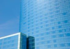 Façade bleue des constructions de corporation modernes Photos libres de droits