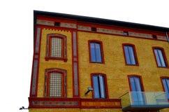 Façade colorée de brique de vieille maison image libre de droits