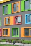 Façade colorée de l'école des arts photo stock